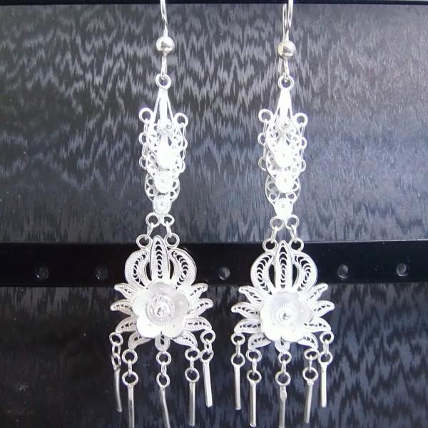 Superbe paire de boucles d'oreille pendantes longue bohèmes et raffinées en argent 925/1000