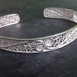 Joli bracelet en filigrane d'argent à taille adaptable