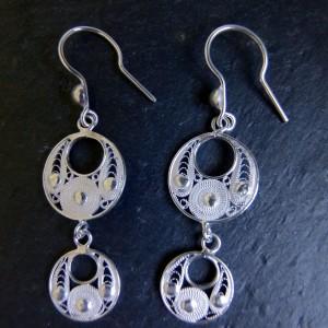 Boucles d'oreille issues de ma parure Lingkaran, vendue par Wangdari