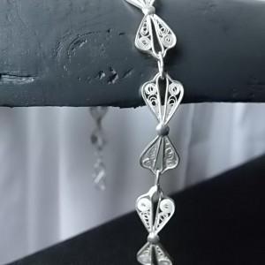 Wangdari est une marque de bijoux en argent raffinés et délicats, simples et discrets.