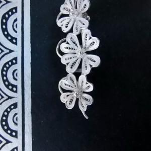 broche à trois fleurs Wangdari
