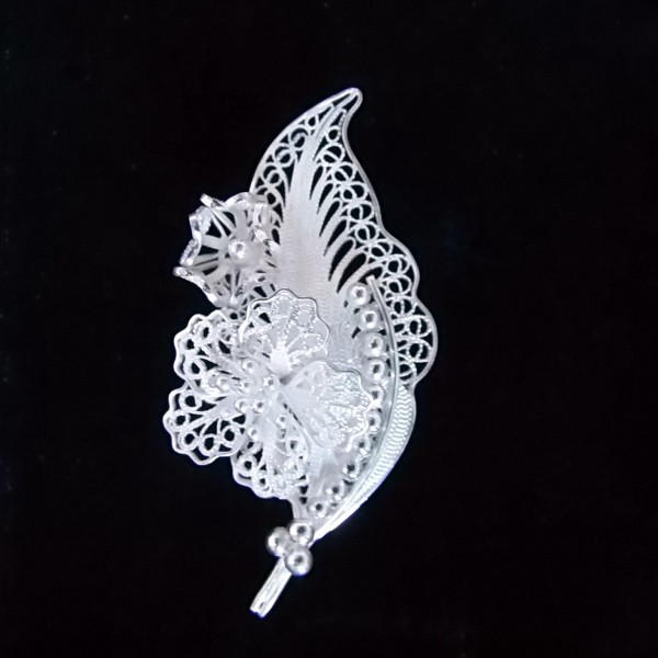 Broche en argent filigrané Kelo