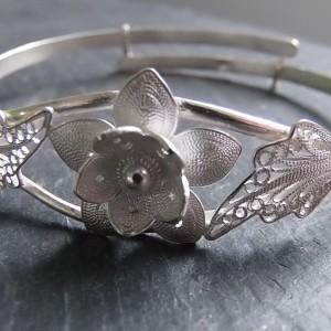 Joli bracelet idéal pour la fête des mères ou pour offrir à sa tendre moitié...