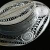 Détails broche hat filigree silver